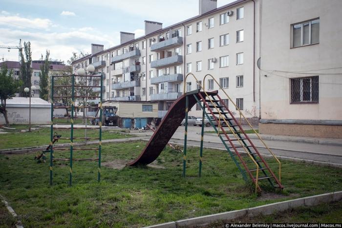 Типичная старая площадка в России.
