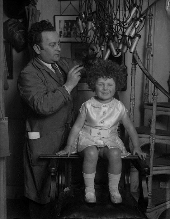Устройство для больших и маленьких модниц, (1938 год).
