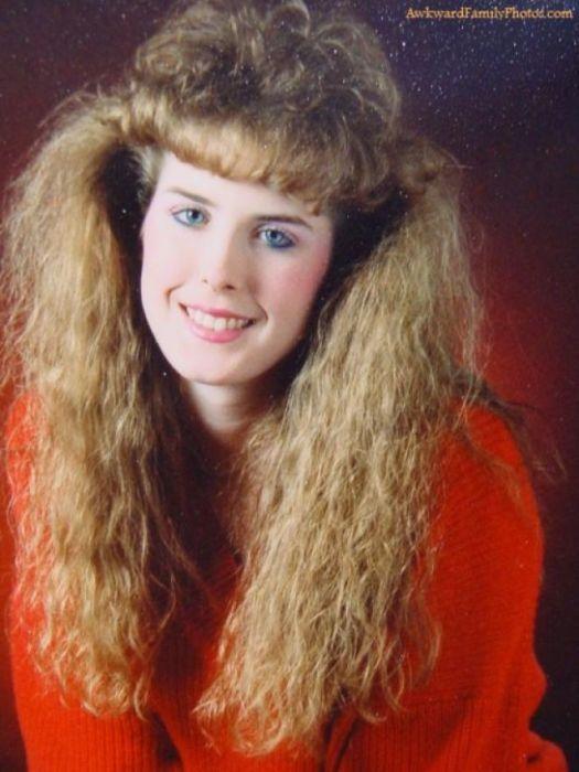 В 1980-х годах правила «чем больше, тем лучше» точно относилось именно к волосам и объему.