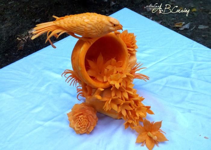 Карвинг – это искусство художественной резьбы по фруктам и овощам.