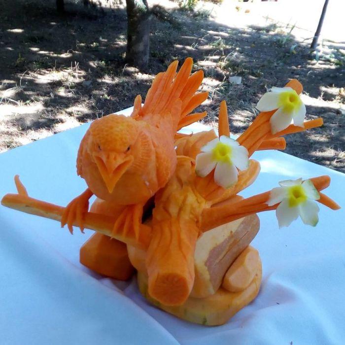 Еще одна птичья скульптура, созданная болгарским мастером художественной резьбы Ангелом Боралиевым.