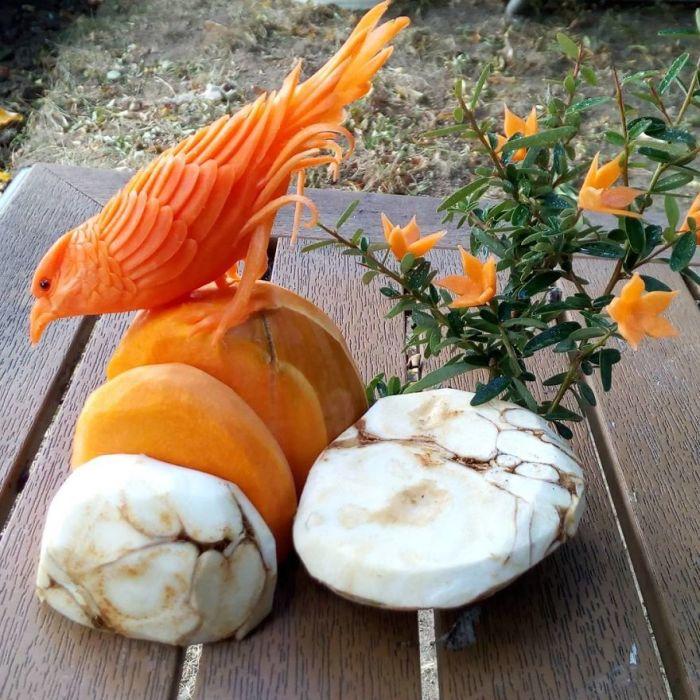 Трехмерная резьба позволяет создавать объемные работы – настоящие овощные скульптуры.