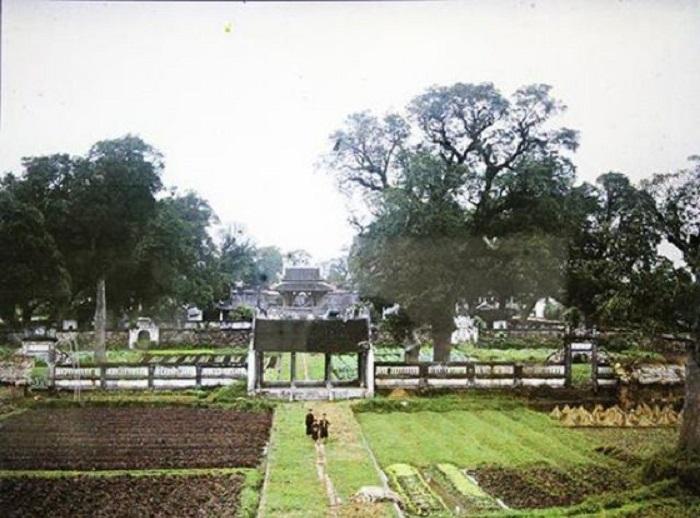 Ван-Мьеу — это знаменитый комплекс пагод с парком, который считается первым университетом Вьетнама и настоящим «Храмом литературы».