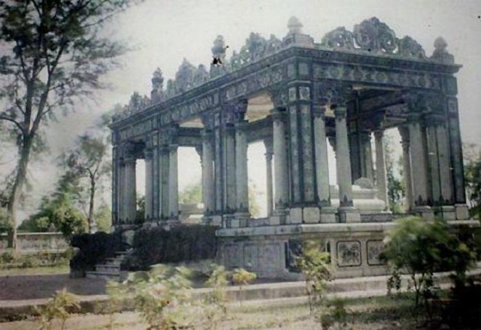 Усыпальница, которая начала строиться еще при жизни императора.