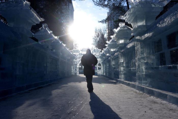 Многие ледяные строения воссоздают реальные известные здания по всему миру.