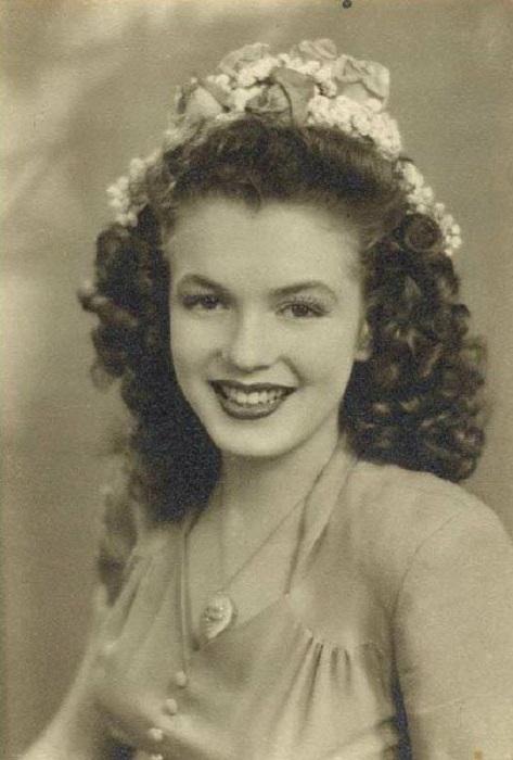 Первые фотографии юной Мэрилин Монро (в то время еще никому не известной Нормы Мортесон), были для журнала ВВС США.