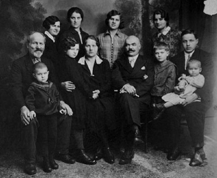 Интеллигенция и специалисты в те годы зарабатывали очень неплохо, Ленинград, 1931 год.