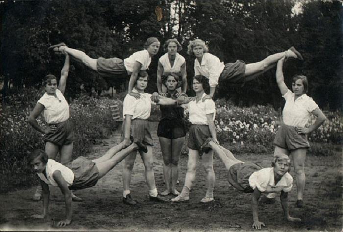 Это обычные советские девушки, вовсе не сборная по гимнастике.