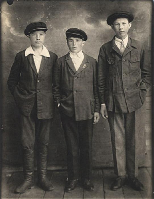 Форму ученикам выдавало Советское Государство, Кировская область, 1935 год.