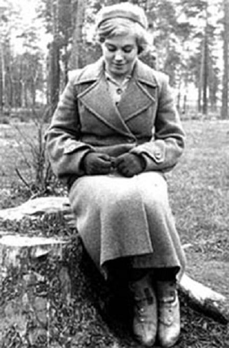 Эта замечательная советская спортсменка стала моделью скульптуры «Девушка с веслом».