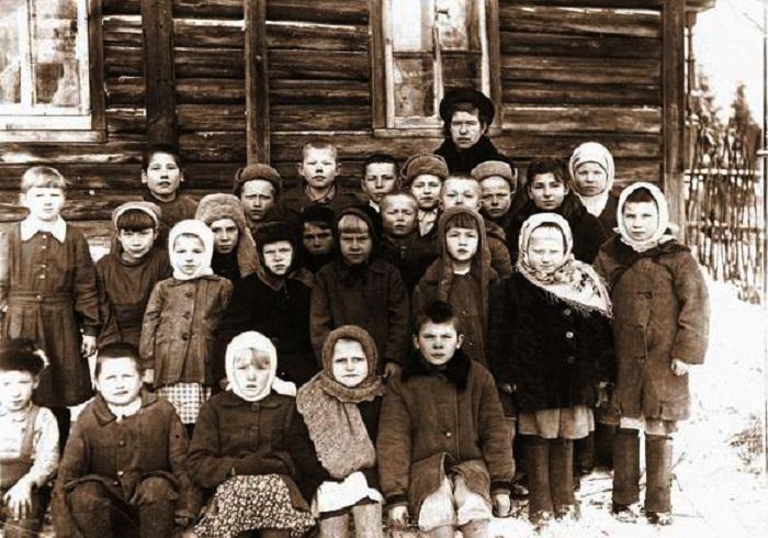 Следы Войны четко видны на детских лицах, 1947 год.