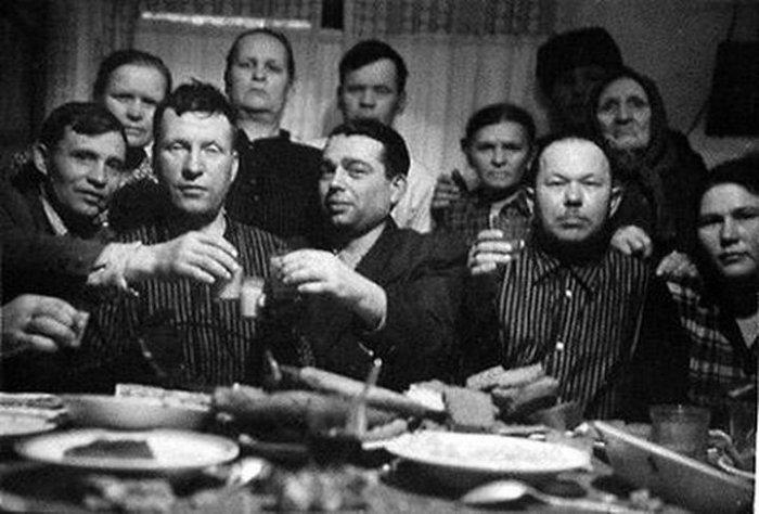 Скромный стол советской семьи.