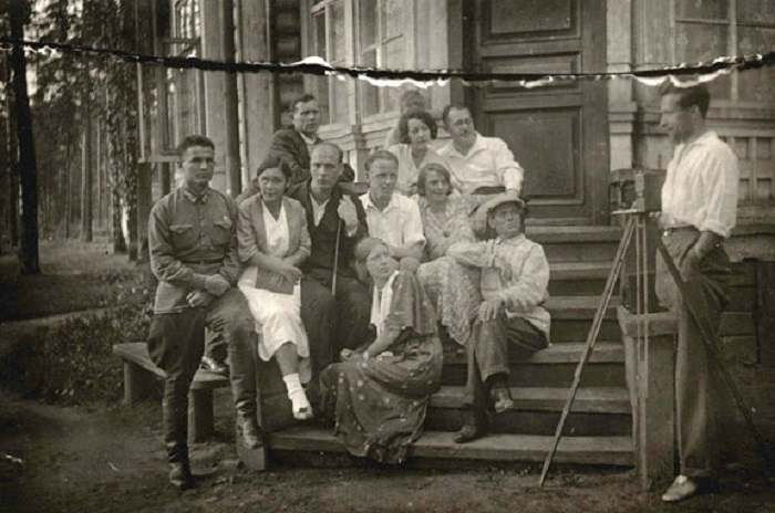 Памятное фото на подмосковной даче, 1930 год.