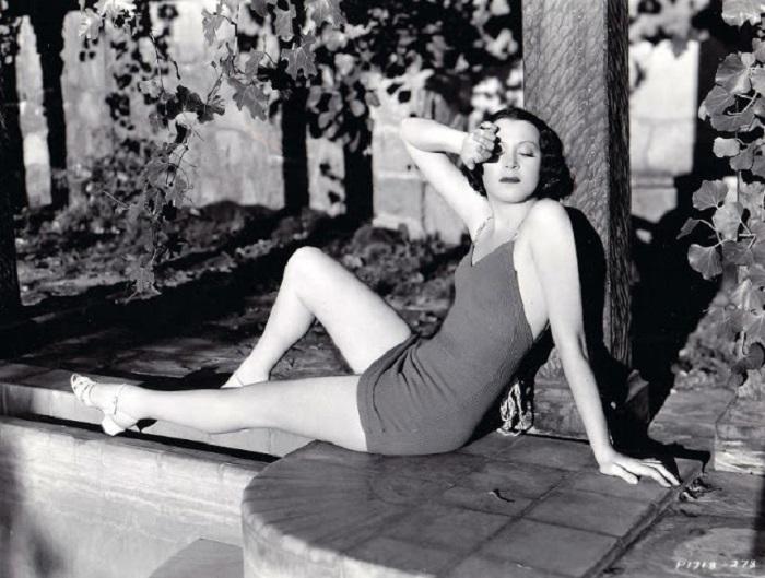 Американская актриса и певица, была представителем Нью-Йоркского государственного совета искусств.