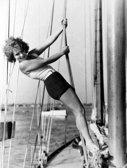 Рыжеволосая актриса, звезда немого кино и секс-символ 1920-х годов.