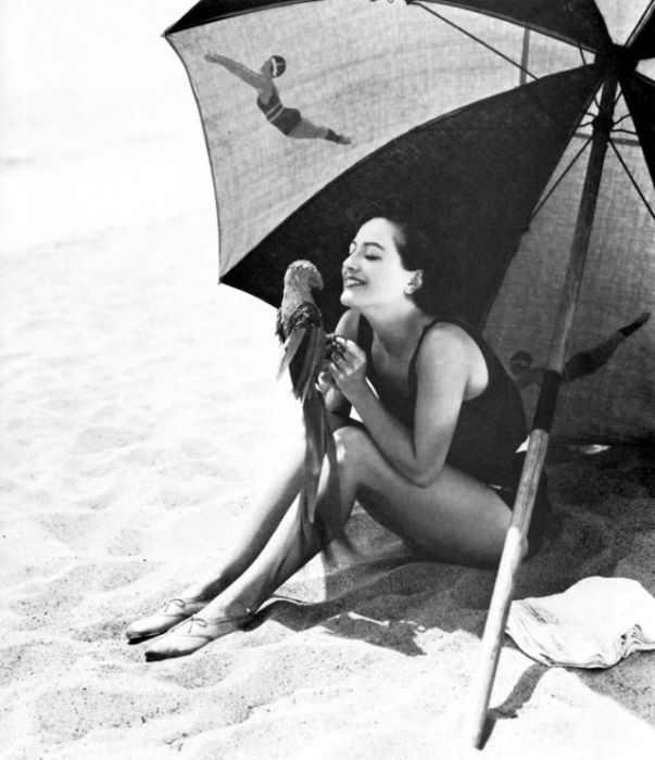 Одна из самых высокооплачиваемых актрис Голливуда немого и звукового кино.
