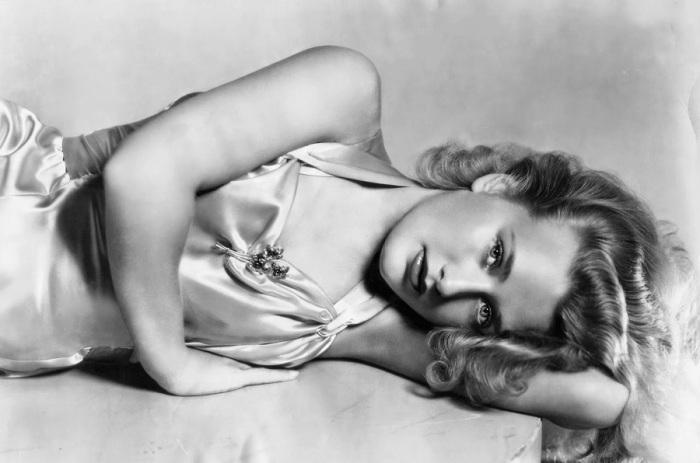 Американская актриса, младшая из сестёр Лейн, популярных в 1930-е годы киноактрис.