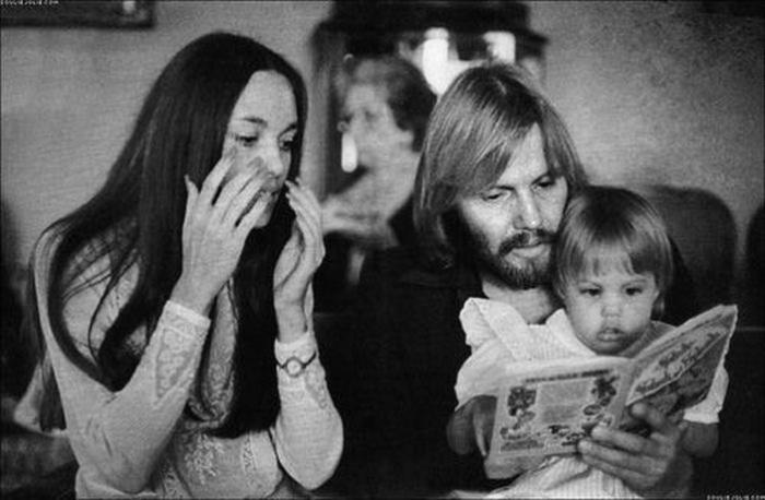 Анджелина с родителями-актерами Джон Войт и Маршелин Бертран.