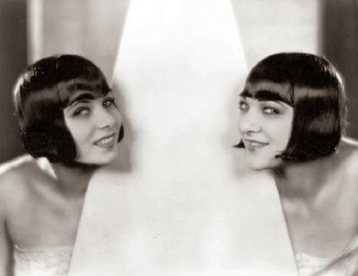 Сестры-актрисы из Германии были известны тем, что носили одинаковые стрижки и вместе снимались в фильмах.