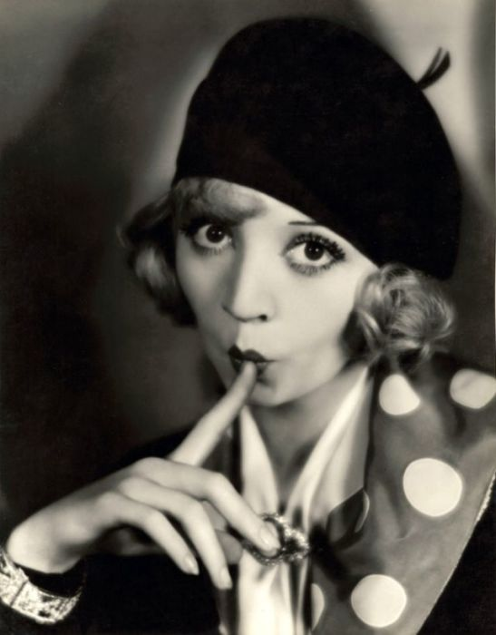 Яркая и скандальная голливудская киноактриса начинала свою карьеру в качестве секретаря.