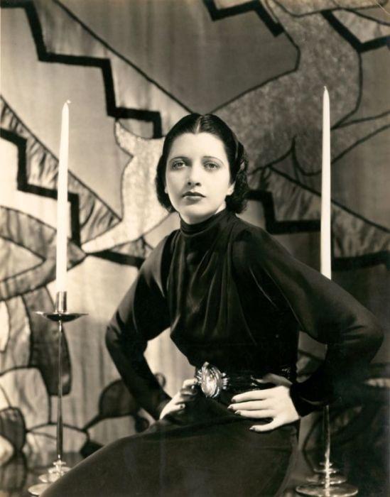 Американская актриса с 1930-го по 1936-й год была звездой №1 на киностудии «Warner Bros.».