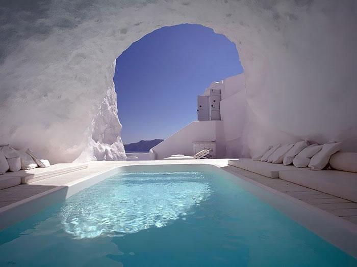 Отель Katikies – это небольшой и очаровательный отель, расположенный на скалах Кальдеры на высоте 100 метров.