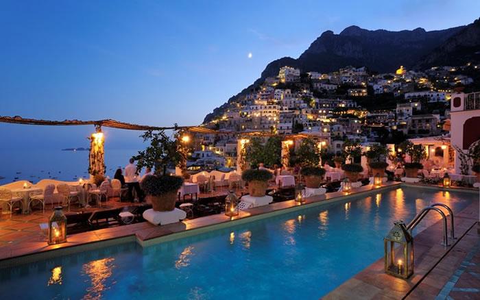 Лучший роскошный отель в деревне Позитано на побережье Амальфи в Италии.