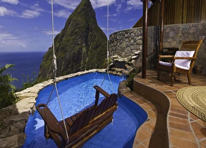 Курорт Ladera включает в себя 9 шикарных вилл и 23 номера с открытыми стенами.
