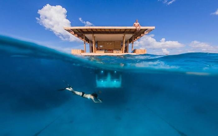 """Уникальная плавающая надводно-подводная гостиница, которая является частью курортного комплекса - """"Manta Resort""""."""