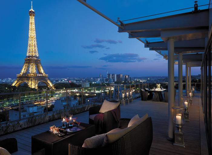 Отель Шангри Ла - это восхитительный образец стиля и элегантности, расположенный в 16-м муниципальном округе Парижа, рядом с дворцом Трокадеро.