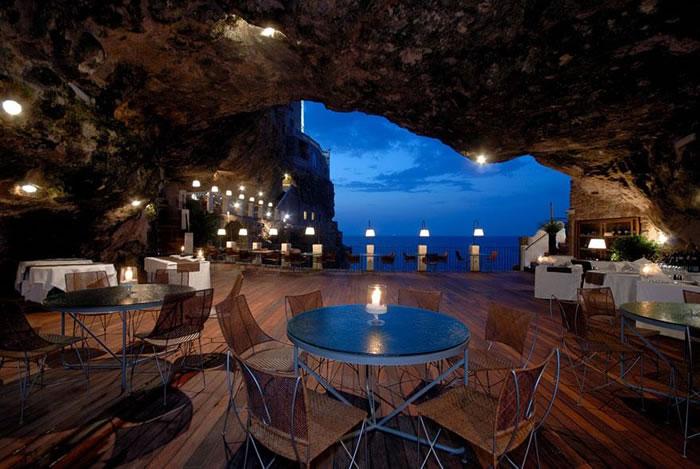 Очаровательный отель-ресторан в Полиньяно-а-Маре в Южной Италии был построен в пещере, образовавшейся сотни лет назад, и является одним из самых уникальных заведений такого рода в мире.