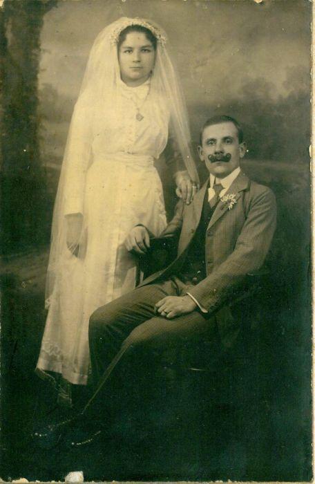 Фотография молодоженов, сделанная в викторианскую эпоху.
