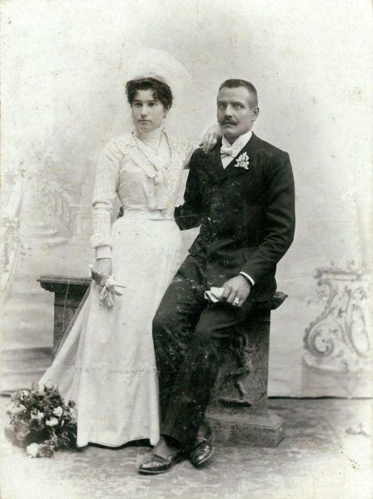 Строгий и сдержанный стиль в свадебных нарядах.