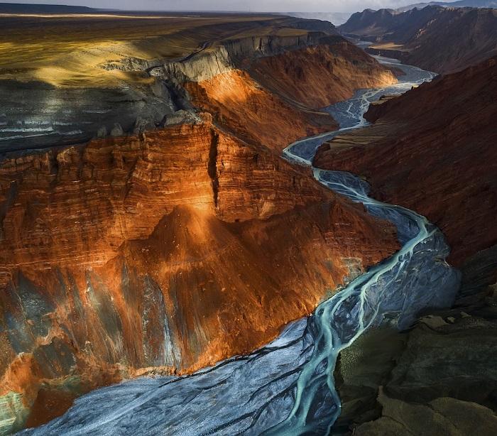 2-е место в категории «Пейзажи» присуждено китайскому фотографу Юхан Ляо (Yuhan Liao).