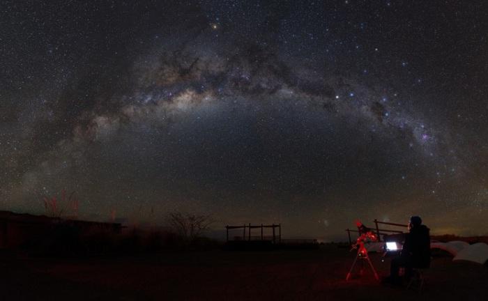 Млечный путь над пустыней Атакама в Чили, Посёлок Сан-Педро-де-Атакама в провинции Эль-Лоа, Чили. Фотограф Yuri Zvezdny.