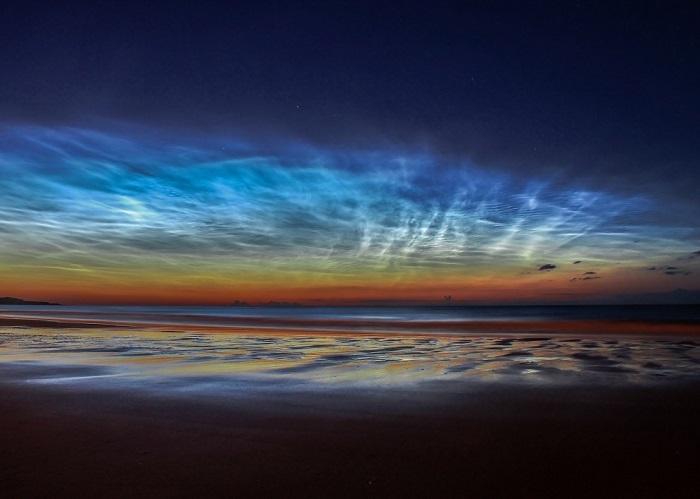 Серебристые облака над пляжем Сибёрн в Сандерленде, Великобритания, 7 июля 2014 года. Фотограф Matt Robinson.