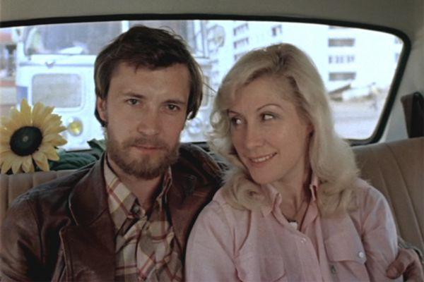 В образе матери девочки Кати режиссер Илья Фрэз видел только Ирину Мирошниченко, поэтому ждал, пока актриса поправится после автомобильной аварии.