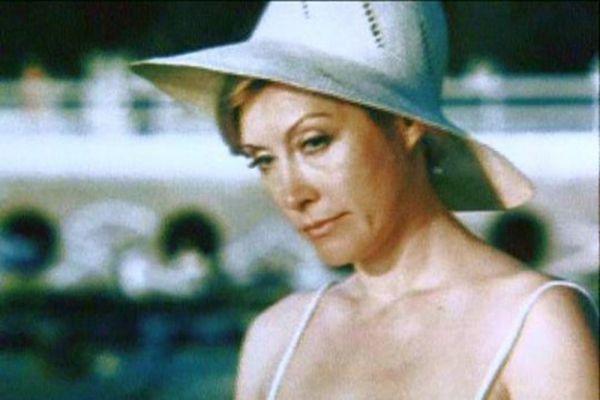 После роли «Русалки» в музыкальном фильме Леонида Квинихидзе актриса начала носить различные головные уборы.