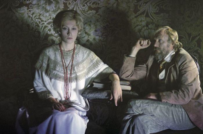 После мелодрамы Андрея Кончаловского, где актриса сыграла Елену Андреевну Серебрякову – чувственную женщину, жаждущую любви - ее стали называть «советской Мэрилин Монро».