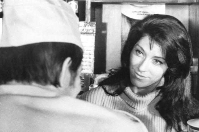Роль пламенной революционерки Марии в политическом детективе Витаутаса Жалакявичюса дала возможность осуществиться мечте актрисы – побывать в Париже.