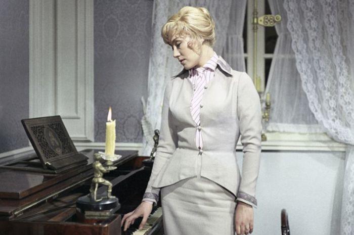 В остросюжетном фильме режиссёра Леонида Квинихидзе, Мирошниченко перевоплотилась в благородную разведчицу Марину Лужину.