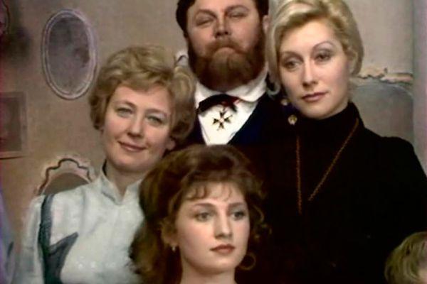 В телеспектакле по одноименной повести А. П. Чехова актриса исполнила роль одной из сестер – Ольги.