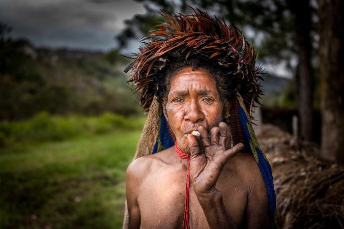 Женщины племени дани отрезают себе фалангу пальца, чтобы показать, как сильно они горюют за усопшим.