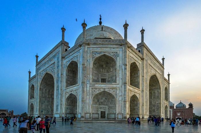Финалист конкурса – фотограф Амитава Чандра (Amitava Chandra) со снимком известного дворца из белого мрамора – одного из красивейших архитектурных памятников мира.