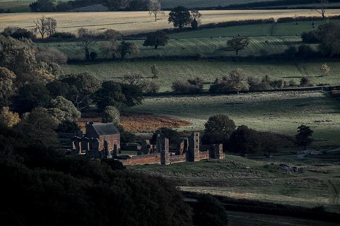 Финалист конкурса – фотограф Крис Хэнли (Chris Hanley), запечатлевший руины старого дома, который предположительно является местом рождения Джейн Грей.