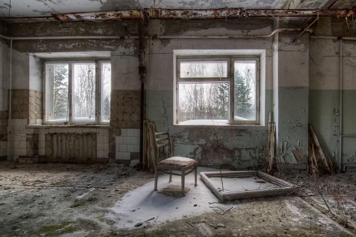 Финалист конкурса – фотограф Дейв Сирл (Dave Searl), запечатлевший разрушенный интерьер покинутого более 30-ти лет назад дома в городе-призраке.