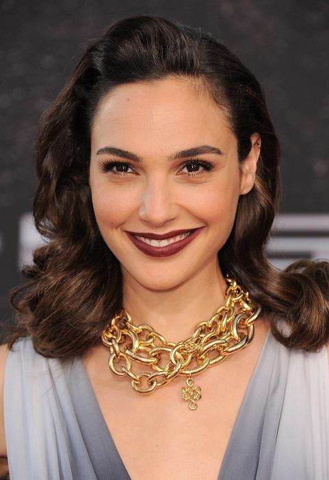 Израильская актриса, коренная еврейка, получившая роль чудо-женщины в новой экранизации комиксов DC Comics.