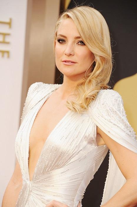Кейт дочь Голди Хоун следовательно еврейка по линии матери. За роль Кассандры в музыкальной комедийной драме телесериала Glee была номинирована на премию Оскар.