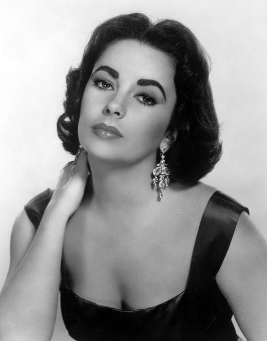 Отец Элизабет имел еврейские корни. С самых ранних лет она была известна как ребенок-звезда и стала одной из величайших актрис Голливуда Золотого века.