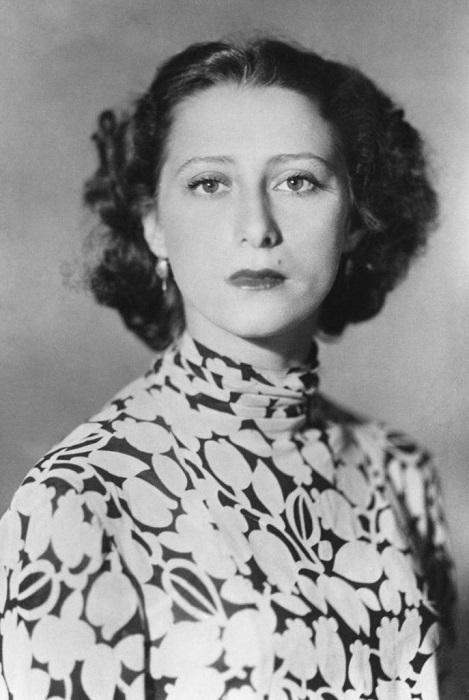 Майя Плисецкая родилась в 1925 году в еврейской семье, российская балерина, народная артистка СССР, известна также своими произведениями.